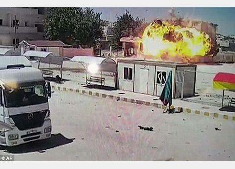 """أنقرة """"تنفي بشدة"""" مهاجمة داعش لكوباني من تركيا"""
