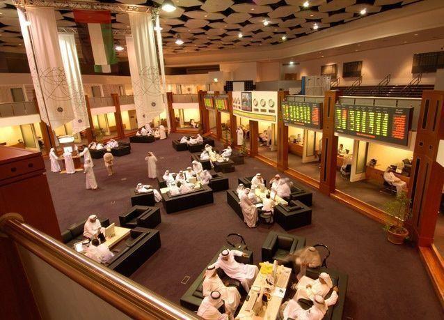 الأسهم الإماراتية تتراجع تحت ضغط النفط  ومخاوف عن تصنيف السعودية