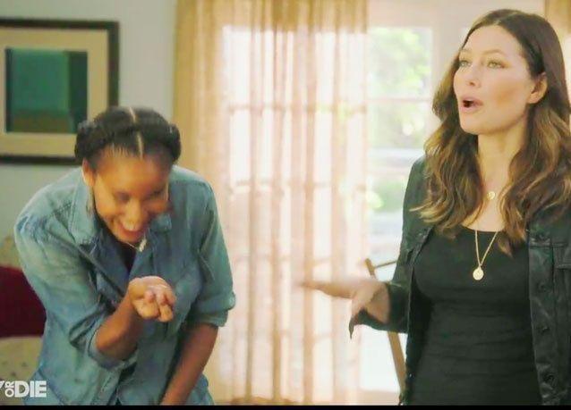 الممثلة الأميركية جيسيكا في مسلسل كوميدي لنشر الثقافة الجنسية