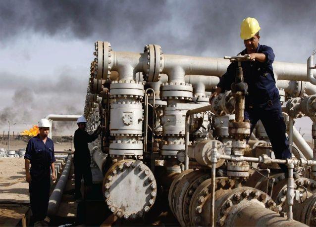 النفط يرتفع 3% مع تصاعد التوتر بالشرق الأوسط وتراجع الدولار