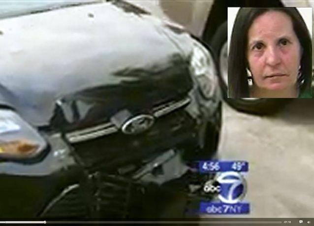 اعتقال سيدة بعد أن أرسلت سياراتها بلاغ حادث للشرطة