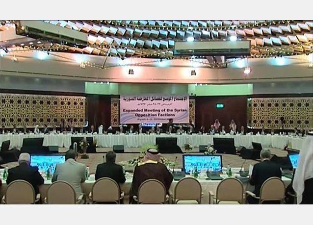 المعارضة السورية تتفق على تشكيل فريق للإعداد لمحادثات السلام