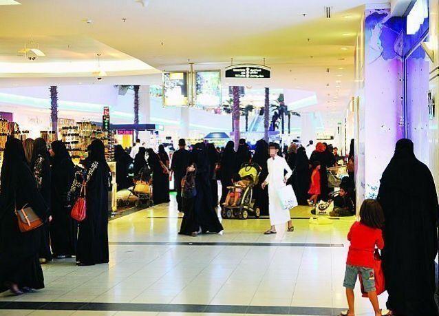 إمارة مكة : السماح للشباب بدخول المجمعات التجارية والأسواق في كافة محافظات المنطقة