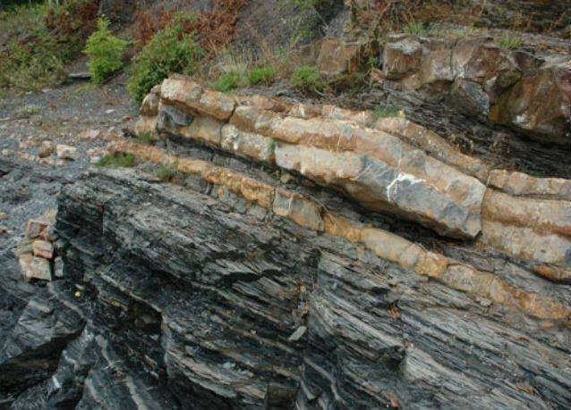 الأردن يطفو على 100 مليار طن صخر زيتي كثالث أكبر احتياطي بالعالم