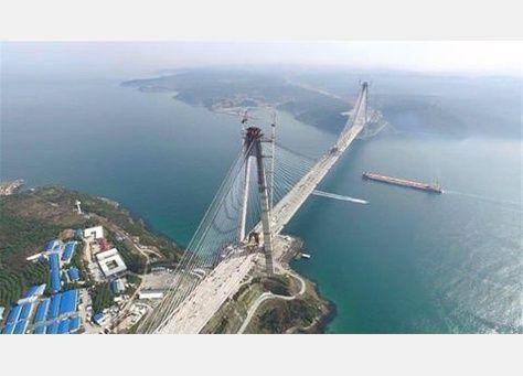 أردوغان وأغلو يحتفلان بتركيب أخر قطعة في أطول جسر معلق في العالم