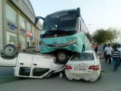قطر: تضارب الأنباء حول وفيات وإصابات في حادث حافلة مدرسية