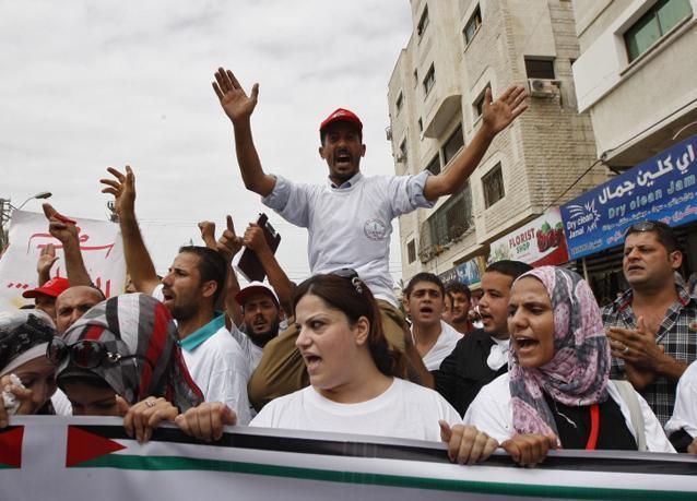 """صور احتفالات الفلسطينيين بصفقة الإفراج عن 1027 أسيراً وأسيرة مقابل """"شاليط"""""""