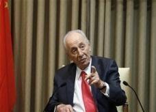 بيريز يرحب بتصريحات عباس حول حق عودة اللاجئين الفلسطينيين