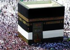 توفي ساجدا بين يدي الله في المسجد الحرام