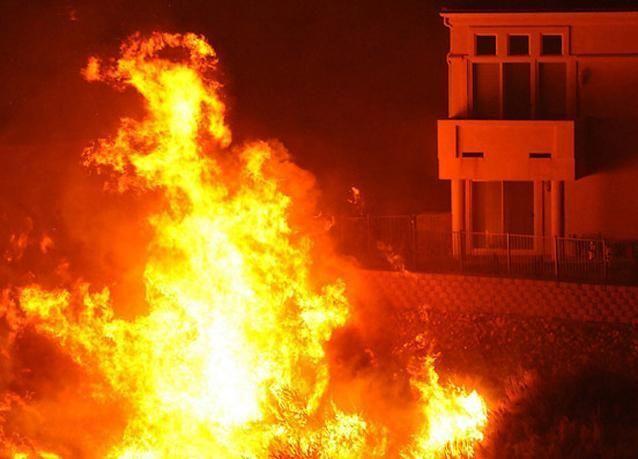 إخلاء 66 شقة في حريق وسط الرياض السعودية