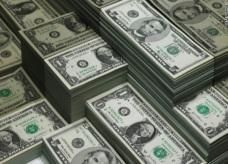 الدولار يرتفع لـ698 قرشاً في البنوك المصرية رسمياً