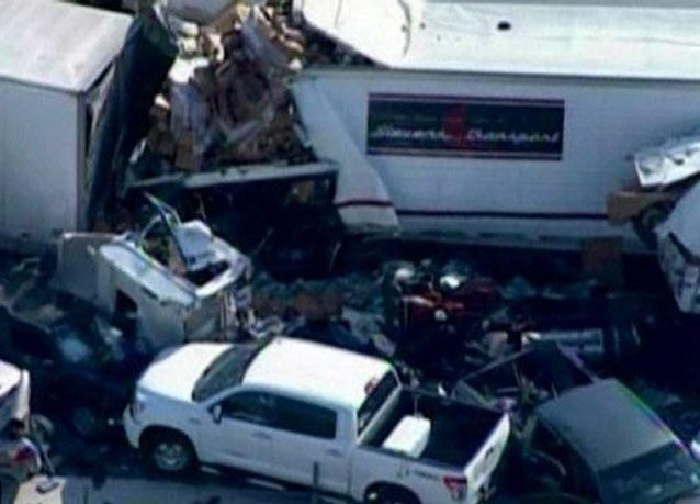 بالصور: تصادم 100 سيارة بتكساس يخلف قتيلين و 120 جريح