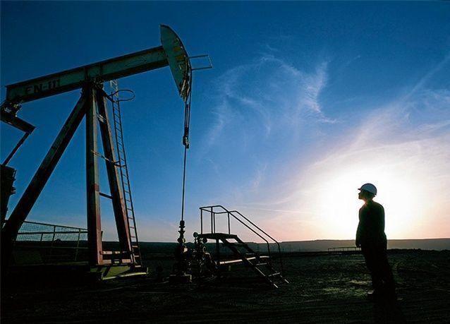 النفط يواصل نزيف الخسائر الحادة بعد رفع الفائدة الأمريكية