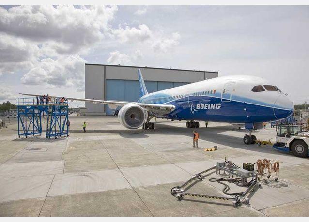 بوينغ دريملاينر 787 تحط اضطراريا في اليابان بعد اكتشاف دخان في قمرة القيادة