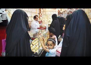 """""""الهيئة"""" و""""العمل"""" السعوديتين تتفقان بشأن تأنيث المحلات النسائية وتمنحان مهلة شهر للمخالفين"""