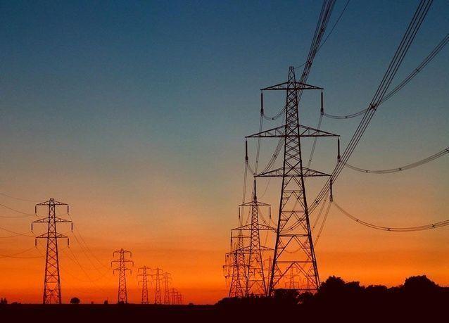 السعودية ومصر يعتزمان ربط الكهرباء وتبادلها للاستفادة من اختلاف وقت الذروة بينهما