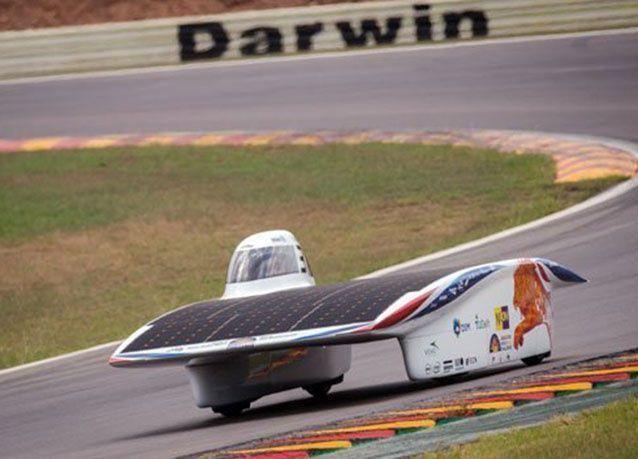 بالصور : التحدي العالمي لسباق السيارات العاملة بالطاقة الشمسية 2015