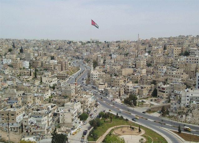 عضو شورى سعودي يتعرض لسلب نصف مليون ريال في الأردن تهديد سلاح ضابط أردني