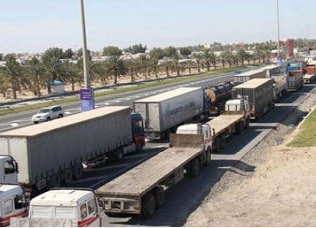 تكدس الشاحنات المتجهة للسعودية يضر الشركات البحرينية