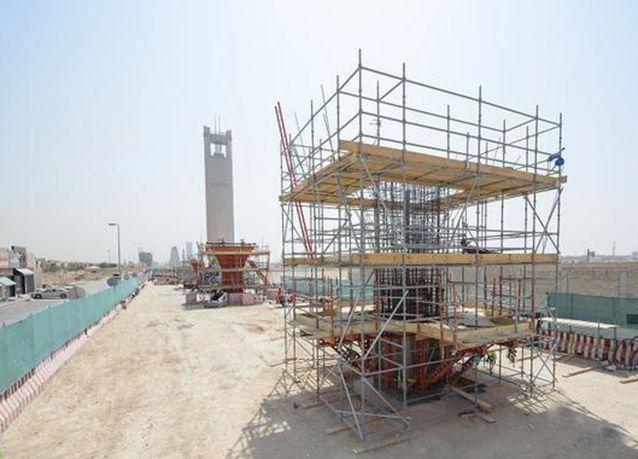 بالصور: بدء أعمال تركيب الجسور وصب القواعد الخرسانية لقطار الرياض