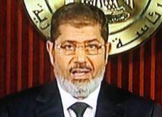 مرسي يدعو لحوار وطني في مقر الرئاسة