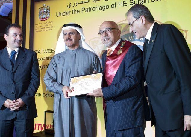 وليد عكاوي ينال وسام أكاديمية تتويج للإدارة الحكيمة في مجال نشر الثقافة الاقتصادية