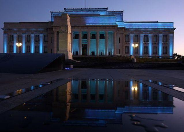 بالصور : اللون الأزرق يضيء معالم الدول أحتفالا بذكرى تأسيس الأمم المتحدة