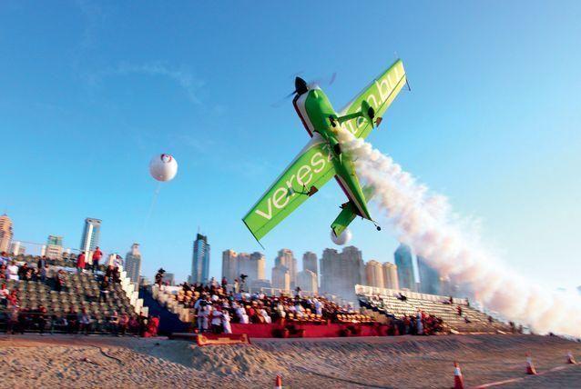 صور جوية لبطولة دبي للقفز المظلي