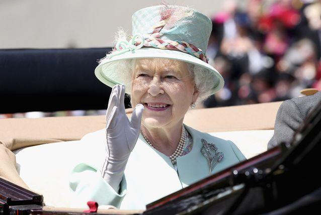 الشرطة البريطانية توقف ابن الملكة إليزابيث في حديقة قصر بكنجهام