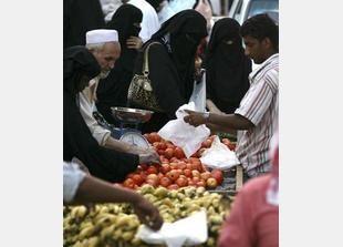 السوق السعودية تشهد ارتفاعاً في أسعار السلع