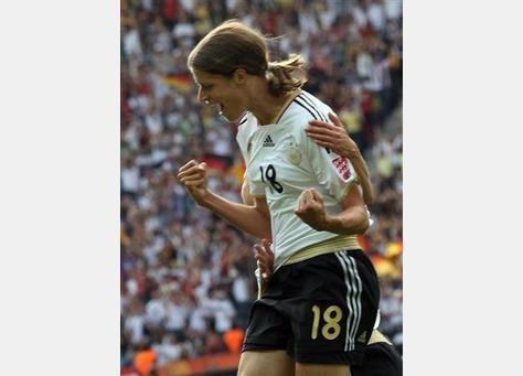 ألمانيا تفتتح كأس العالم لكرة القدم للسيدات بالفوز على كندا