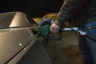 إيران تعتزم تصدير 2.6 مليون لتر من البنزين يومياً