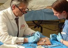 اختراع صمغ طبي بديلا لخياطة الجروح