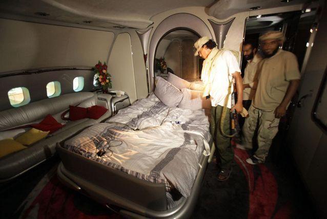 جولة مصورة داخل قصور عائلة القذافي المهجورة