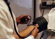 أطباء يتقاضون مبالغ خيالية عن عمليات بسيطة في الإمارات
