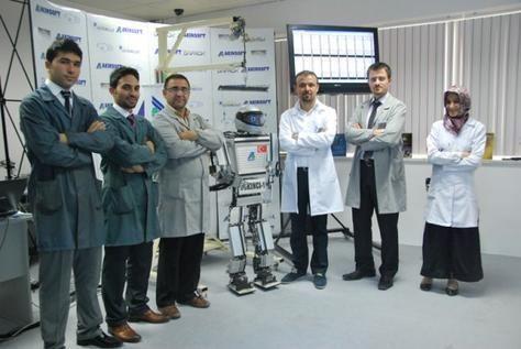 بالصور: علماء أتراك يبتكرون رجل آلي ذكي يتحرك كالإنسان
