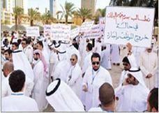 الإضراب يصيب الإدارات القانونية الكويتية بشلل تام