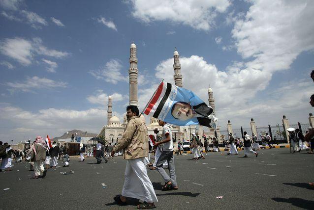 بالصور: صالح يعود إلى اليمن.. وقواته تقتل 17 متظاهراً