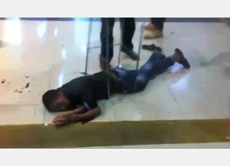 مقتل إريتري بوحشية ظنا أنه مسلح فلسطيني في محطة حافلات بإسرائيل