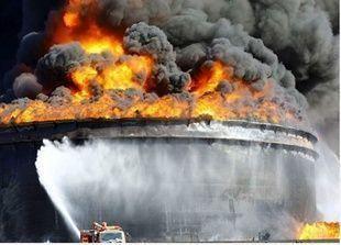 الحرائق في ميناء السدر الليبي إلتهمت ما يصل الي 1.8 مليون برميل نفط