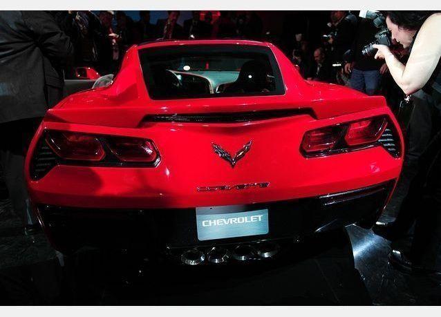 بالصور: شيفروليه تطلق سيارة كورفيت سي 7 الجديدة