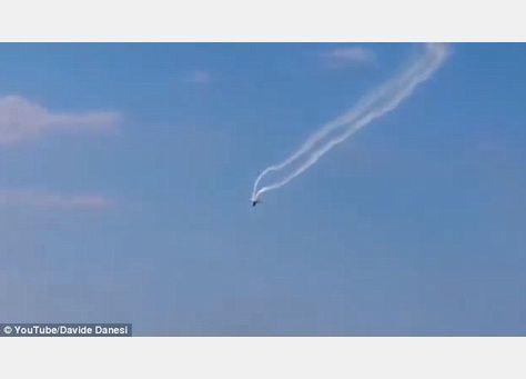 مقتل طيار إيطالي في تصادم طائرتين قبيل معرض طيران