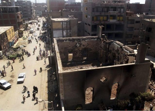 بالصور: الشعب المصري يستعرض عراقته لكن العنف يكتسح كل شيء