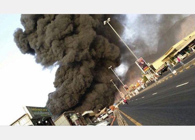 بالفيديو: اندلاع حريق في متاجر بسوق الجمعة في مسافي في إمارة الفجيرة