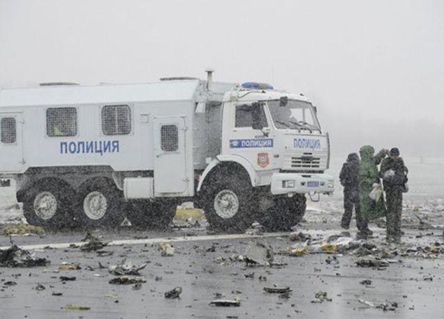 """بالصور :  تحطم طائرة لشركة """"فلاي دبي"""" في روسيا .. وحزن شديد وبكاء يخيم على أقارب الضحايا"""