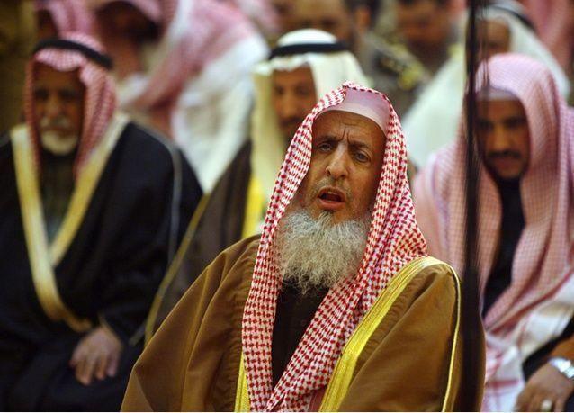 """مفتي السعودية يتراجع عن تصريحاته حول تويتر الذي وصفه بـ """"الترهات"""""""