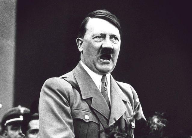 وسائل إعلام: وثيقة طبية تظهر أن هتلر كان بخصية واحدة