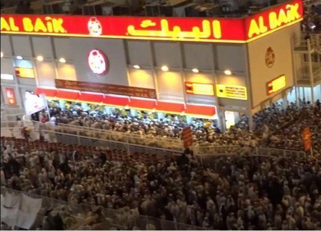 """لماذا يتهافت السعوديون على مطعم """"البيك"""" للوجبات السريعة؟"""