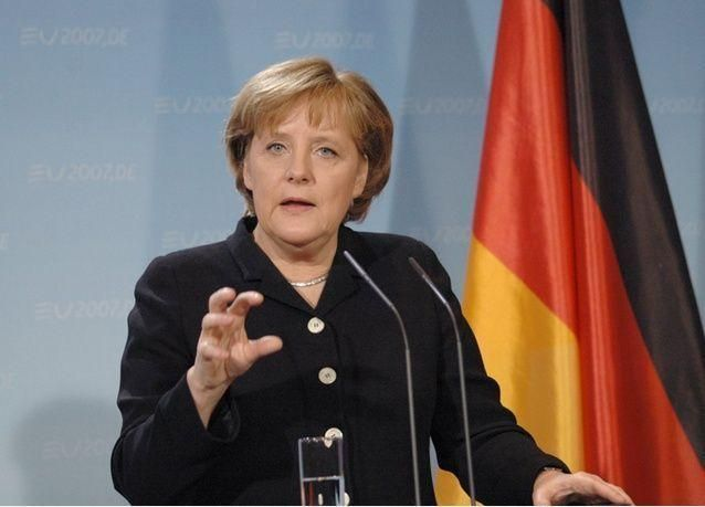 شرطة ألمانيا تتصدى لمحتجين مناهضين للهجرة وميركل تشدد لهجتها