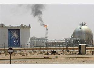 السعودية ترفع إنتاجها النفطي إلى 10 مليون برميل يومياً في يوليو
